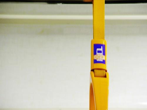 日本電車手握把上的小告示