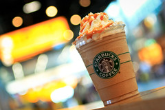 Frappuccino (AgusValenz) Tags: coffee canon dof bokeh starbucks f28 frappuccino 2470mm