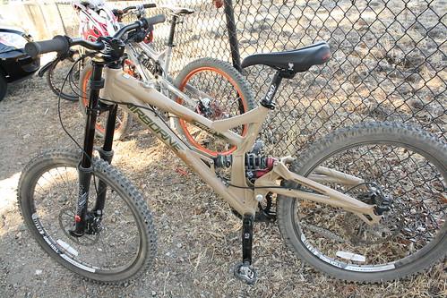 airborne Taka DH bike