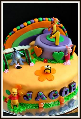 Winnie The Pooh 60s cake