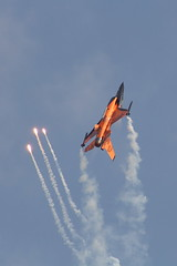 Upwards and outwards (greytama) Tags: military airshow f16 flare airforce flares hitec demoteam tias generaldynamics rnlaf fightingfalcon j015 eftp tampereinternationalairshow