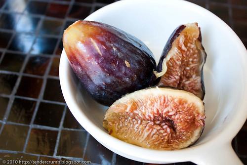 fresh fig muffins-3