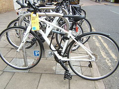 Why didn't the owner of this bike use the D-lock? (Kingston Cycling Campaign) Tags: bike lock parking security cycle fail kingstoncyclingcampaign