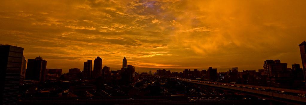 七夕的夕陽,老天很慷慨的給了虹與霓