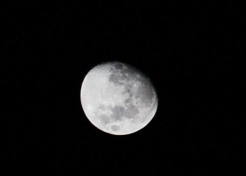 2010-08-22 00-16-27 - IMG_0680_2 Moon Waxing Gibbous