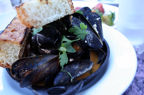 Brick-roasted mussles