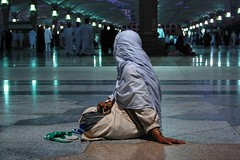 Waiting (mer Osmanolu) Tags: madinah medine mescidinebevi