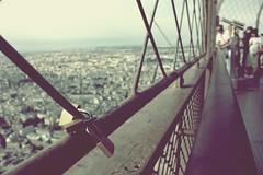 locked  (donchris!) Tags: panorama paris france tower frankreich torre tour view eifel explore vista francia vue eifelturm ausblick pars parigi  widok  pary francja