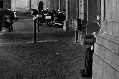 Behind the corner... (Bananocrate - ) Tags: street old italy man corner strada italia portait sigma stick umbria biancoenero orvieto 28105mm angolo d90 bastone 284 vecchietto guardaegiudica