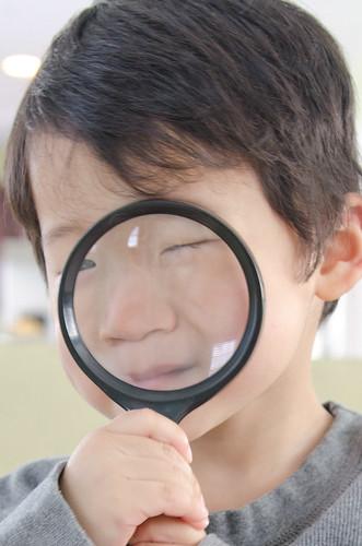 spencer-magnifying