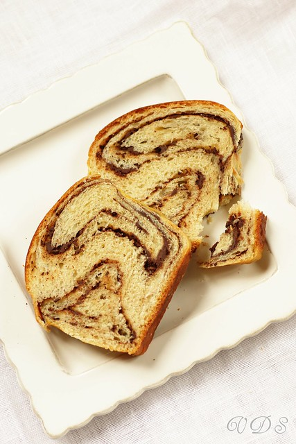Chocolate babka all'olio d'oliva e fava tonka