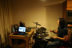 RODGER RECORDING DRUMS