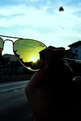 Ray Ban (Mariano Rupérez) Tags: sol cielo mano gafas rayban