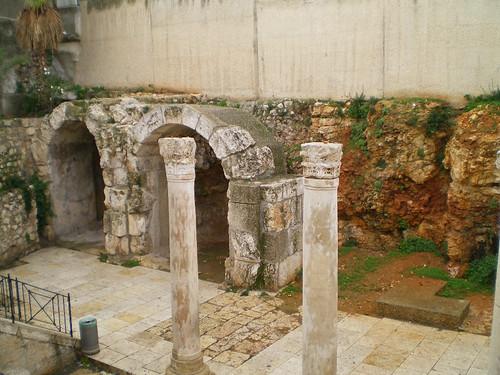 4 Roman columns