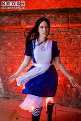 IMG_2426.jpg (Neil Keogh Photography) Tags: fantasy books aliceinotherlands alicemadnessreturns films disney boots lace fiction blue gardens necklace alice nwcosplayjunemeet2016 skirt arch bridge dress tights lewiscarroll tv stones red female green girl americanmcgeesalice aliceinwonderland cosplay alicethroughthelookingglass apron waltdisney black animation cosplayer colourgels cartoon white