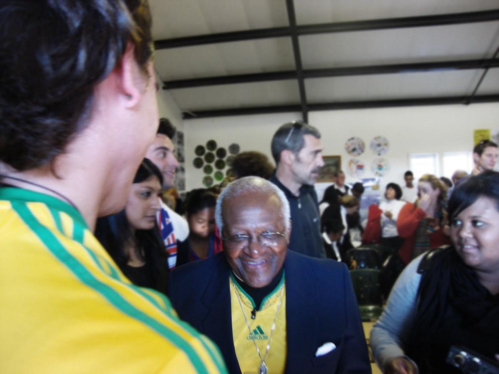 Desmond Tutu & Ich beim Handshake