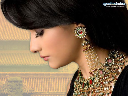 Prachi Desai heavily laden with Indian style jewellery wallpaper #3