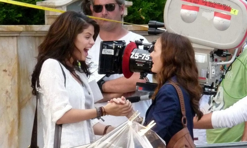 selena-gomez-leighton-meester-high-five-06