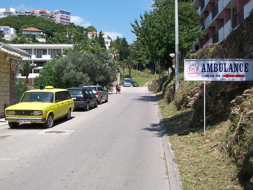 Ambulancia visto cerca del centro en Ulcinj