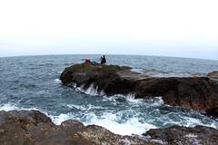 hit/wave (diloz) Tags: travel sea cliff beach rain japan canon island friend kiss places yokohama enoshima malaysian kanagawa shima x4 yatch kantou apek 550d