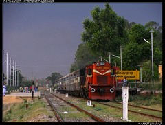 Pathankot - Amritsar Passenger (Ankit Bharaj) Tags: india train canon is dc crossing diesel indian engine bank motors level dina locomotive 100 mast punjab signal railways amritsar ldh nagar dlw ankit sx alternator alco railfanning pathankot irfca chakki bharaj wdg3a passneger dasuya