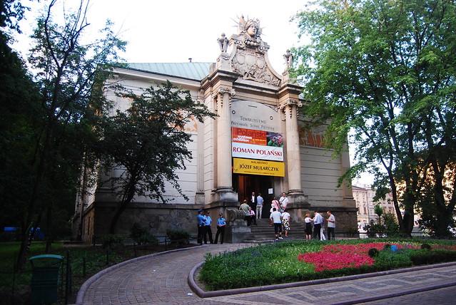 Entrée du Palais des Arts