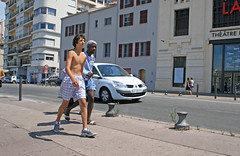 Quai de Rive Neuve - Marseille (France) (Meteorry) Tags: boy shirtless summer france marseille europe pavement candid july sneakers trainers paca sidewalk short baskets provence t quai airmax gamin vieuxport streetview trottoir 2010 mec garcon bouchesdurhne meteorry skets niketn quaideriveneuve