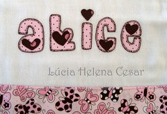 Fralda Ombro (Lucia Helena Cesar) Tags: baby rose butterfly handmade embroidery rosa cruz borboleta bebe toalha menina ponto manta pompom riscos moldes aplique aplicação paninhos fralda flanela enxoval patchcolagem regurgitador