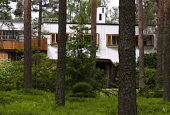Villa Mairea (@archphotographr) Tags: wood trees windows light chimney white detail building nature beautiful grass modern facade forest canon finland landscape photography design saturated fireplace colorful experimental doors exterior natural furniture balcony plan poetic architectural pole architect villa expressive finnish canopy binding timeless doorhandle masterpiece guesthouse alvaraalto projected pergola slat topography lovepoem villamairea archtiecture laboroflove ef50mmf14usm noormarkku 50d lshape ruralretreat ahlstrm canoneos50d haryygullichsen mairegullichsen gullichsenfamily