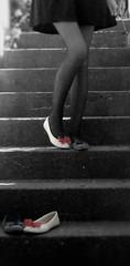 typisch (Sommerbrise) Tags: rot rock licht shoes treppe lovely blau schatten schuhe schwarz mdchen beine strumpfhose weis