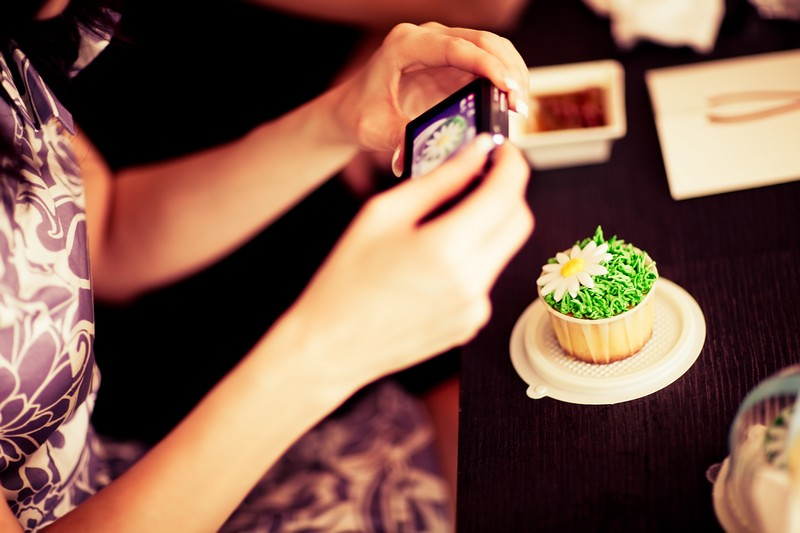 Raymond Phang Photography- wedding cupcakes