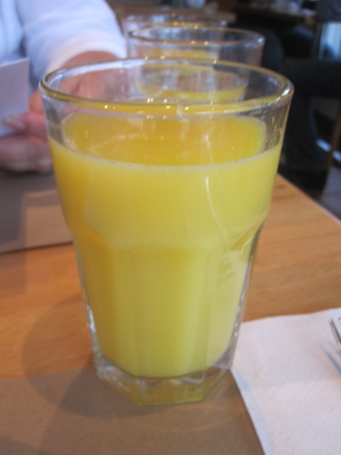 Orange juice at Baguette & Bagatelle