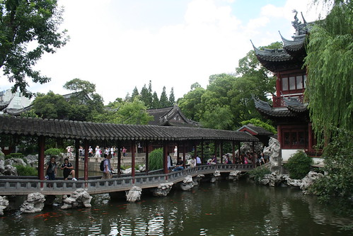2010-07-25 - Yuyuan Garden - 13 - Roofed bridge