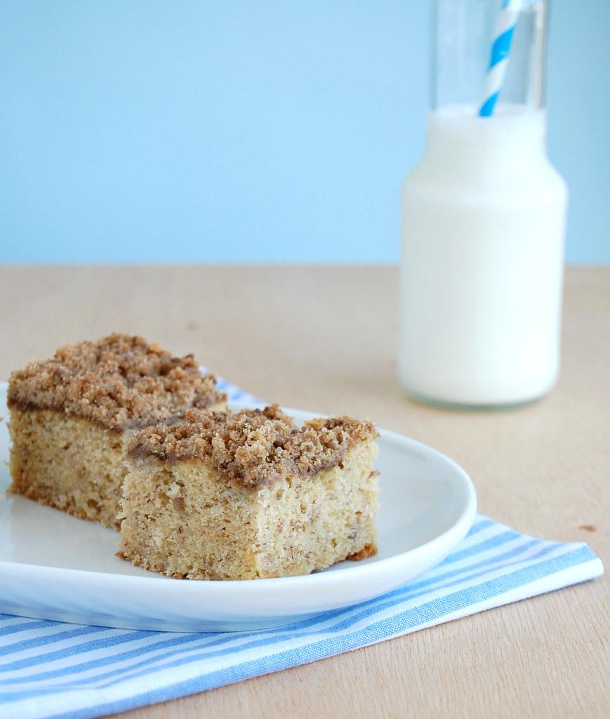 Banana streusel snack cake / Bolo de banana com cobertura streusel