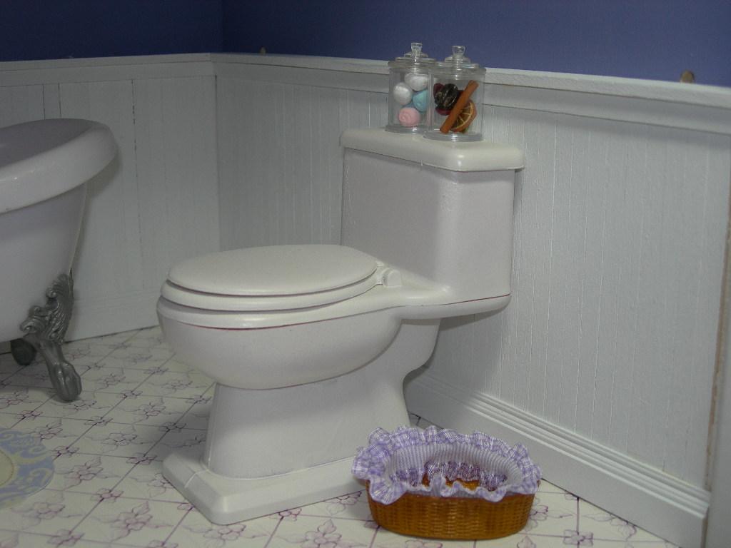 Blythe bathroom details