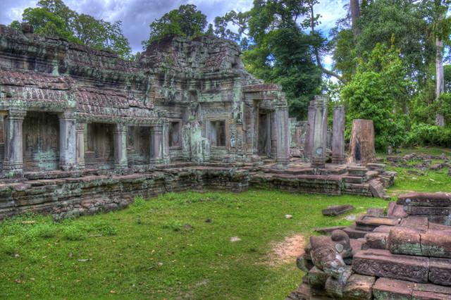 Angkor Wat L Ruins HDR