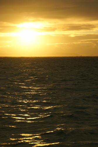 沖縄でこんな夕陽を見たかった・・・・