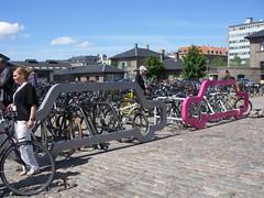 1 car vs. 10 bicycles (anabananasplit) Tags: copenhagen parking carro conference velocity bicicletas copenhaga dinamarca estacionamento conferncia