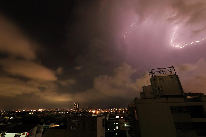 08-10台中閃電