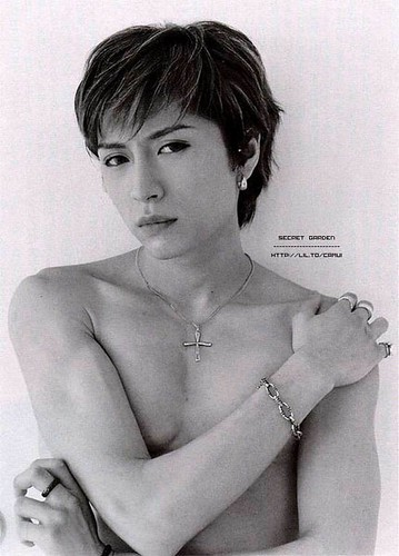 lots o skin gackt bnw nude arm across chest