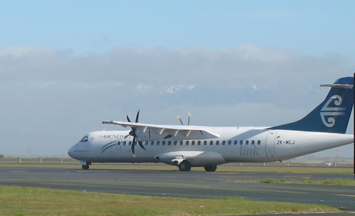Mt Cook Airlines ATR72-212A arriving