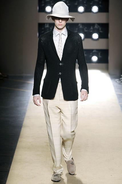 Thomas Penfound3072_SS11_Milan_Gianfranco Ferre(VOGUEcom)