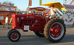 1953 International McCormick Farmall Super M Row-Crop Tractor (myoldpostcards) Tags: tractor rural fairgrounds illinois model farm statefair country farming fair super m il international springfield antiquetractor agriculture tractors farmall owner reynolds 1953 ih 2010 mccormick statefairgrounds farmmachinery oldtractor internationalharvester previewnight sangamon illinoisstatefair classictractor vintagetractor sangamoncounty davereynolds rowcrop twilightparade meetmeatthefair myoldpostcards vonliski collectibletractor