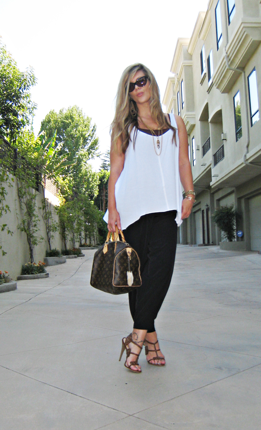 black and white outfit+lamb shoes+louis vuitton bag+tom ford sunglasses