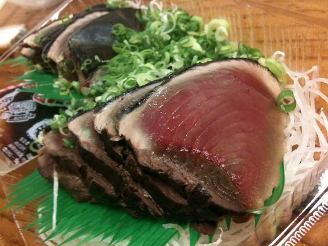 楠長鮮魚店(高知・ひろめ市場あたり)の鰹たたき!これ、ものすげー美味い!