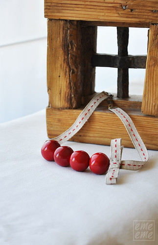 Red resin beads and bow necklace