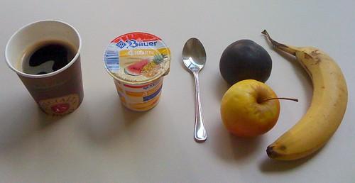 4 Korn Joghurt & 3 mal Obst