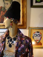roma 108 governo vecchio (canecrabe) Tags: rome roma earings hat collier necklace broche jewelry bijoux chapeau turban 108 godiva bouclesdoreille duranti governovecchio giuseppeduranti