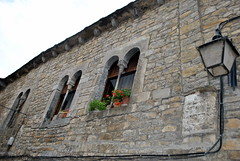Ainsa -  Casa dels Bielsas (Ramon Oromí Farré @sobreelterreny) Tags: flores huesca ventanas ainsa osca sobrarbe flors aragón finestres tiestos aragó testos torretes calbenido calbenidoorg