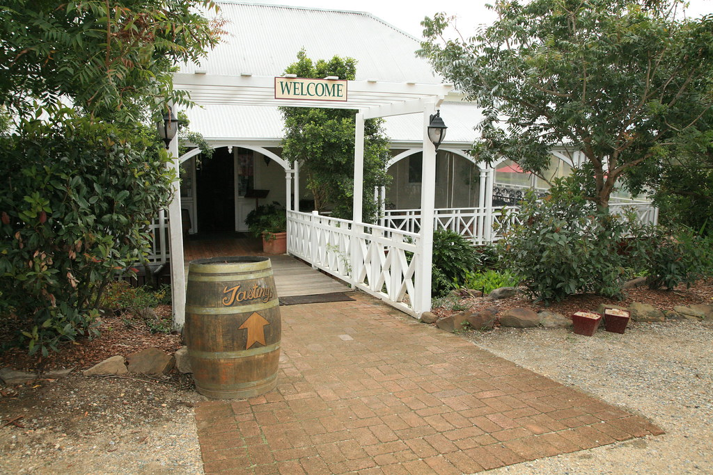 mt tamborine accommodation escarpment winery entrance